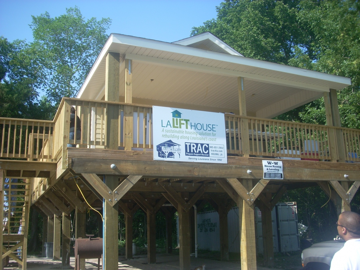 """""""Lift Houses"""" demonstrate hurricane and flood-resilient housing at a reasonable cost."""