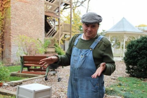 Man gardening speaks about his bronchitis