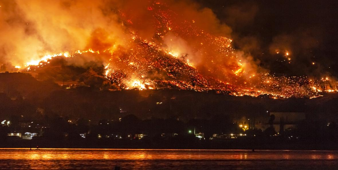 Wildfire near Lake Elsinore, California (Photo by By Kevin Key)