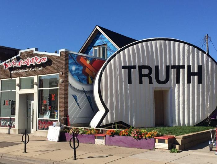 juxta_truth_door_002.jpg