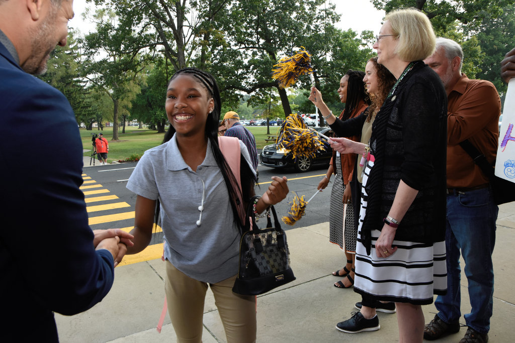 Ninth-grader gets warm greeting on first day of school