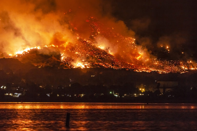 Wildfire near Lake Elsinore, California. (Photo by By Kevin Key)