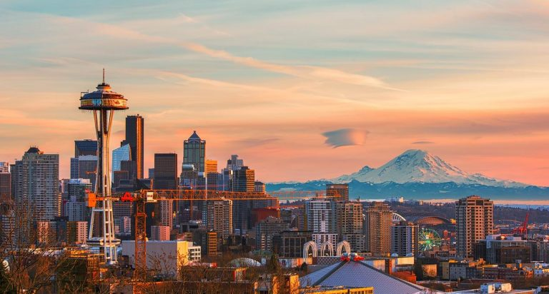 This image captures the Seattle skyline, by photographer Jay Huang.